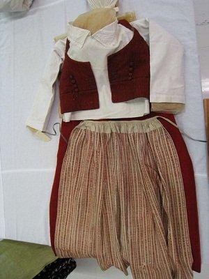 Kerkkoon kansanpuvun esikuvana olleet vaatteet Kansallismuseossa. Kuva: Paula Teinonen-Lahti