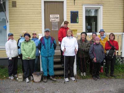 Paanuretkeläiset lähdössä matkaan sunnuntaina 16.9.2007 Kerkkoon kyläkaupan pihalta kahden aikaan iltapäivällä. Sää oli retkelle sopiva: pilvistä, mutta ei kuitenkaan sadetta.