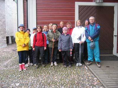 Perillä! Kävelymatka kesti vähän vaille kaksi tuntia ja kaikki jaksoivat hyvin koko matkan. Pastori Katariina Kiilunen oli meitä vastassa Pikkukirkon luona ja piti kävelyn päätteeksi pienen hartaustilaisuuden.
